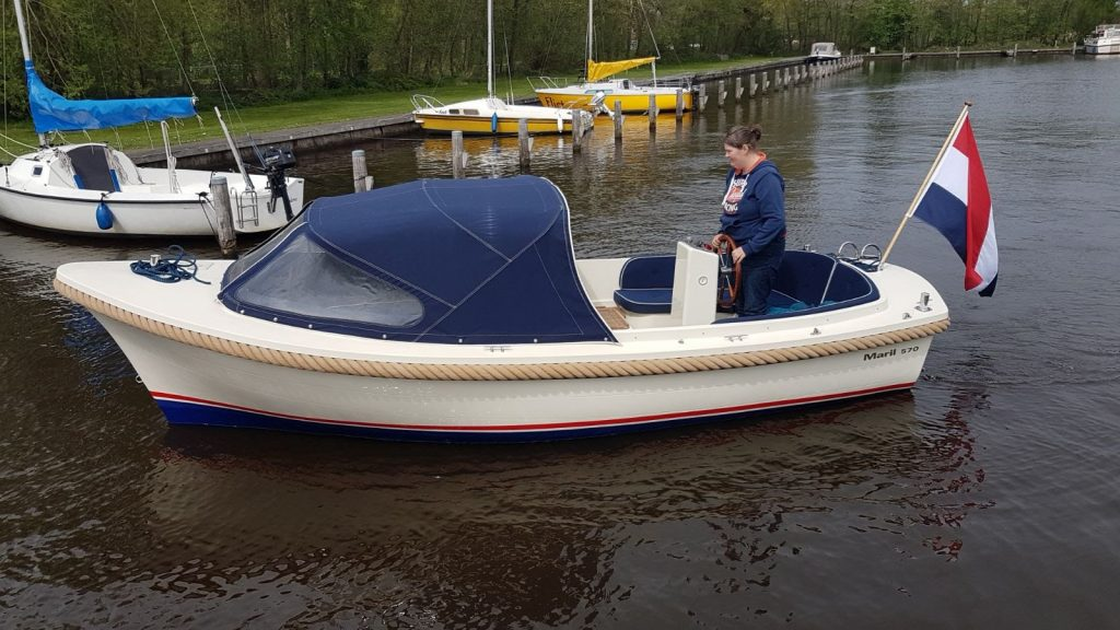 IJsvogel watersport boot verhuur Maril 570